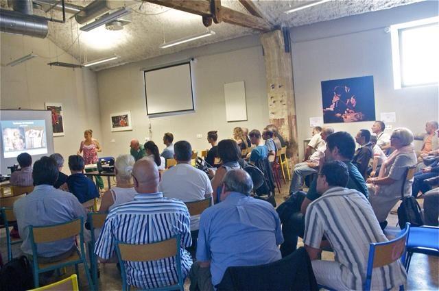 La conférence ouvre le premier vernissage de l'exposition